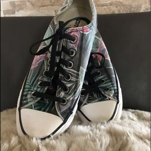 ❤️Cutest Floral Converse Sneakers❤️